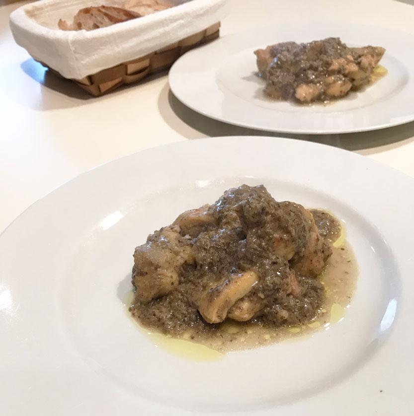 ヒラタケのソースと鶏肉