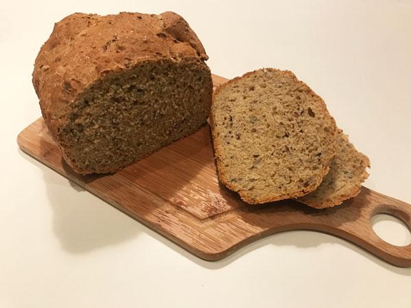 シード入りパン