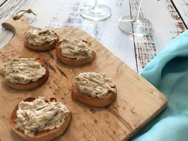 ツナとクリームチーズのクロスティーニ